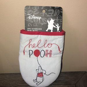 Disney Winnie the Pooh w/ ballon set 2 oven mitts